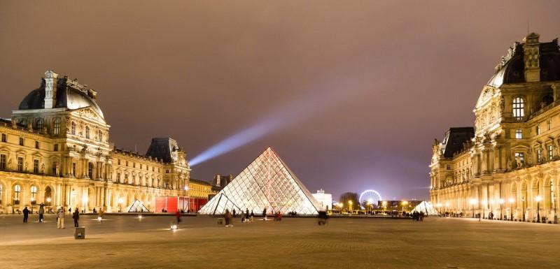 Louvre, Paris - pyramid